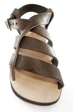 Sandália Masculina em Couro Legitimo com Solado em Pneu Reciclado - Arte Nativa Ateliê Mens Fashion Shoes, Fashion Sandals, Low Heel Sandals, Shoes Sandals, Suit Shoes, Leather Sandals, Shoe Boots, Shoemaking, Huaraches
