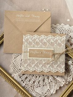The task to design inexpensive wedding invitations gets easier if you opt for these lovely ideas. Take a look! #budget #wedding #invitations