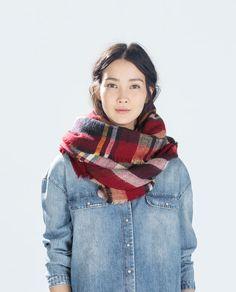 Image 2 de SOFT CHECKED SHAWL SCARF de Zara 23 euros