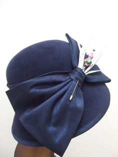 Winter wedding cloche with lovely silk bow trim from Una Hats. #judithm
