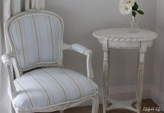 Lilyfield Life Guide to Antiquing Painted Furniture with Dark Wax
