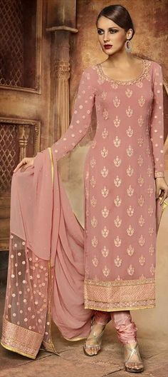 Looking to buy salwar kameez? ✓ Shop the latest dresses from India at Lashkaraa & get a wide range of salwar kameez from party wear to casual salwar suits! Designer Salwar Suits, Designer Anarkali, Designer Dresses, Designer Wear, Indian Wedding Outfits, Indian Outfits, Indian Weddings, Collection Eid, Party Fashion