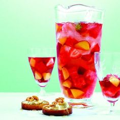 Long weekends, warm weather and fresh fruit call for a chilled pitcher of sangria. Get ready to mix it up with our sangria recipes! Sangria Rouge, Rose Sangria, Summer Sangria, Summer Cocktails, Strawberry Sangria, Summer Parties, Strawberry Recipes For Summer, Summer Fruit, Summer Recipes