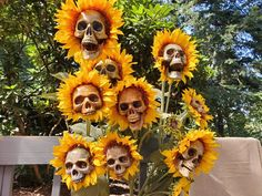 These DIY Sunflower Skeletons Scream Halloween, and I Want a Whole Garden Full of Them - In today& badass Halloween decoration news, these DIY sunflower skulls are bone-chillingly be - Hallowen Ideas, Diy Halloween Decorations, Halloween Crafts, Diy Halloween Props, Halloween Makeup, Halloween Flowers, Halloween Costumes, Scary Decorations, Homemade Halloween
