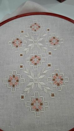 Have Fun with Silk-Ribbon Embroidery Hardanger Embroidery, Silk Ribbon Embroidery, Floral Embroidery, Cross Stitch Embroidery, Embroidery Patterns, Hand Embroidery, Palacio Bargello, Broderie Bargello, Swedish Weaving