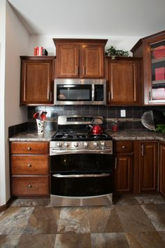 Lionel   Aurora Classic Ranch Modular Kitchen   With Stainless Steel  Appliances And Great Red Decor Accent Pieces!