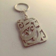 Name keychain, large scale. Rhodium plated, matte finished. #keychains #keyrings #giftsforhim #giftsforher #arabicgifts #personalizedgifts #arabiccalligraphy #etsy #etsygifts #etsyshop #onlineshopping