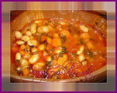 Υλικά: 1/2 κιλό φασόλια γίγαντες 1/2 φλιτζάνι ελαιόλαδο 1 μεγάλο ψιλοκομμένο κρεμμύδι 1 πράσο σε ροδέλες 3 σκελίδες ψιλοκομμένο σκόρδο ... Greek Recipes, Chana Masala, Cheeseburger Chowder, Recipies, Healthy Recipes, Healthy Foods, Soup, Vegetables, Cooking