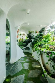 Garden room landscaping A Verdant Landscape Breathes Life into a One-Bedroom Apartment in a Suburb of Mumbai Organic Architecture, Futuristic Architecture, Interior Architecture, Interior And Exterior, Futuristic Houses, Architecture Life, Architecture Panel, Drawing Architecture, Architecture Portfolio