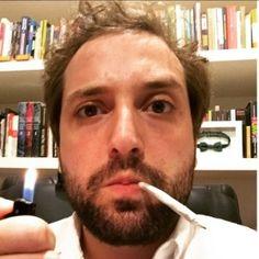 Duvivier posa com cigarro suspeito e pede a descriminalização das drogas #Ator, #Brasil, #Humorista, #Instagram, #PortaDosFundos, #Presidente http://popzone.tv/duvivier-posa-com-cigarro-suspeito-e-pede-a-descriminalizacao-das-drogas/
