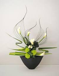 Image result for montage floral en triangle