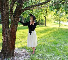 Perhosena lennän: Lierihattu alla omenapuun ja KIRSIkan kukkia blogissa