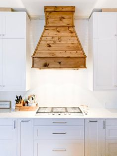 I built this Joanna Gaines Fixer Upper-Inspired DIY Farmhouse Vent Hood Cover fo… Modern Farmhouse Kitchens, Rustic Kitchen, Home Kitchens, Rustic Farmhouse, Kitchen Ideas, Farmhouse Sinks, 10x10 Kitchen, Farmhouse Ideas, Galley Kitchens