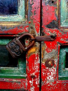 Texture Pattern and Color Inspo today in Beautiful Decay Cool Doors, Unique Doors, Peking, Door Knobs And Knockers, Summer Palace, Peeling Paint, Paint Stain, Rustic Doors, Rusty Metal