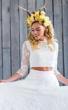 Introducing the first dress-less bridal collection offering brides & bridesmaids a range of luxury jumpsuits, playsuits and combos all handmade in England. Wedding Groom, Fall Wedding, Wedding Flower Alternatives, Bridal Tops, Bridal Separates, Wedding Flowers, Wedding Dresses, Alternative Wedding, Brides And Bridesmaids