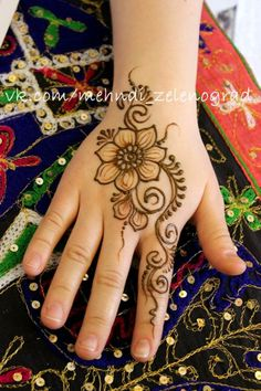 Cute Henna Designs, Mehndi Designs For Kids, Floral Henna Designs, Stylish Mehndi Designs, Mehndi Design Pictures, Beautiful Henna Designs, Henna Tattoo Designs, Henna Tattoo Hand, Henna Tattoos