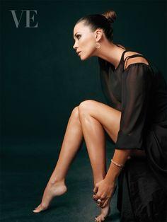 Edición Nº 40. Revista VE. Modelo: Antoinette Van-dijk. Fotografía: Julio González. Vestuario: Weise. Joyas: Eurochronos. Arreglo: MAM - Marcelo Gonzáles. Maquillaje: Roberto Rosas.