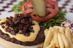 Ricas hamburguesas de Avila Burger en La Castellana Hamburger, Sausage, Meat, Ethnic Recipes, Food, Gourmet, Hamburgers, Eten, Sausages