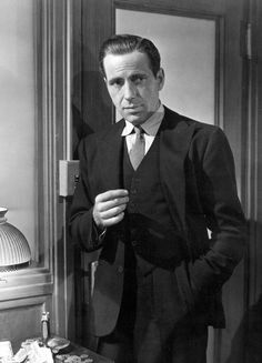 """""""Humphrey Bogart in 'The Maltese Falcon', the film that put him on the path to becoming an icon"""" Hollywood Actor, Golden Age Of Hollywood, Vintage Hollywood, Hollywood Stars, Classic Hollywood, Dashiell Hammett, Bogie And Bacall, Peter Lorre, Screen Icon"""