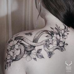 Schlange Tattoo auf der Schulter