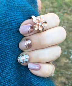 New year, new mani! I planned this one for November but that was before #Jamberry released #disneyvillains #sistersstylejn #retroglamjn #firstimpressionjn #rosegold #nailart💅