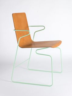 Bender chair, developed by the German designer Frederik Kurzweg, is a chair that thanks to its material properties it adapts to the movement of the user.