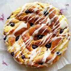 Hver gang vi spiser: Påskebollekake med vaniljekrem og Kvikk Lunsj