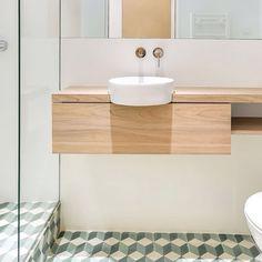 Op de blog: badkamer van 2,3m2! #badkamer #bathroom #badezimmer #tiles #interieur #interior #bolig