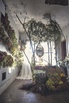 A Flower Farm Blooms From An Abandoned House In Detroit - Great example of a bruised beauty Abandoned Mansions, Abandoned Buildings, Abandoned Places, Abandoned Detroit, Instalation Art, Deco Floral, Flower Farm, Vanitas, Old Houses