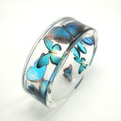 Harzarmband Blaue Schmetterlinge von Sylwia Calus auf DaWanda.com