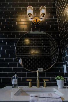 Modern Home Decor Interior Design Wood Bathroom, Trendy Bathroom Tiles, Black Bathroom, Amazing Bathrooms, Tile Bathroom, Bathroom Interior Design, Black Tile Bathrooms, Bathroom Design, Black Tiles