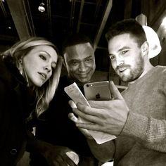 Arrow BTS Stephen Amell, David Ramsey & Katie Cassidy