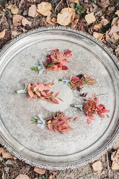 Fine art wedding photography | Autumn leaves for autumn boutonnieres | fabmood.com #wedding #autumnwedding #fallwedding #groom #bride #brideandgroom #weddinginspiration #filmwedding #fineartwedding #weddingphotography