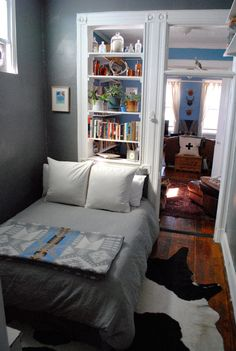 Alison Feldmann and Jeff Bergstrom's Williamsburg Brooklyn railroad apartment  - tiny room inspiration