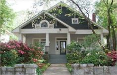 Exterior craftsman bungalow curb appeal 16 ideas for 2019 Bungalow Homes, Craftsman Style Homes, Craftsman Bungalows, Craftsman Bungalow Exterior, Craftsman Columns, Ranch Homes, Style At Home, Exterior Paint, Exterior Design
