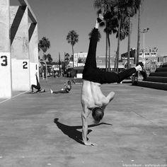 Handstand lernen in 48 Stunden (oder weniger) – Die ultimative Anleitung Handstand Training, Ballet Shoes, Yoga, Diet, Sports, Cooking, Gymnastics, 12 Weeks, Fitness Bodies
