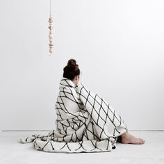 [photos & styling: studio oink] the grid decke. /// the grid blanket. in full beauty. thanks to studio oink who made a fantastic job. Minimalist Bathroom Design, Textiles, Belle Photo, Home Accessories, Pure Products, Pillows, Cushions, Black And White, Blankets