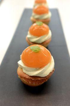 """""""Mini tartelettes abricot"""" réalisées par le chef Christophe Michalak lors d'un cours """"Exclusif Michalak"""" à la Michalak Masterclass"""