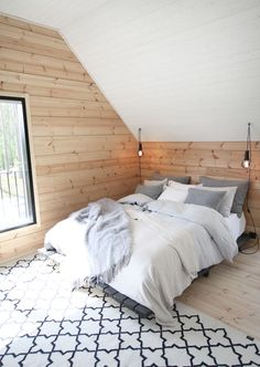 Stylish Colorful Apartment Decor Ideas For Summer Attic Bedrooms, Home Bedroom, Bedroom Decor, Calm Bedroom, Apartment Painting, Colorful Apartment, Tiny House Cabin, Blue Home Decor, Cottage Interiors