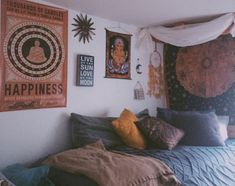 Love this dorm room! DIYHomeDecorDorm Love this dorm room! Love this dorm room! DIYHomeDecorDorm Love this dorm room! Hippy Room, Boho Room, Hippie Room Decor, Hippie Dorm, Bohemian Dorm, Bohemian Homes, Indie Room, Room Decor For Teen Girls, Cool Dorm Rooms