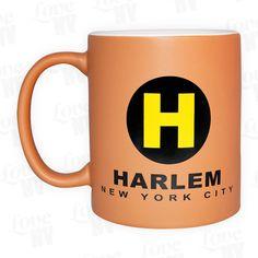 Als Schauplatz vieler Hollywood-Filme und Zentrum der afroamerikanischer Kultur stellt Harlem in New York den nördlichen Teil Manhattans dar. Für alle Liebhaber und Fans dieses Viertels empfehlen wir unsere einzigartige Tasse im mattierten Design! Ob im Set oder einzeln, ist Kaffee, Tee und jede andere Flüssigkeit zum Trinken, in dieser schönen 300ml Tasse bestens aufgehoben. #Harlem #Tasse #Coffee #Kaffee #NYC #NewYork