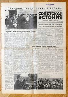 1961 , April 16  - USSR RUSSIA - YURI GAGARIN FIRST HUMAN SPACE FLIGHT  . Reception in Kremlin Palace , Press conference of Gagarin, Picture of Gagarin with Daughter. Genuine Vintage  SOVIET ESTONIA - Communist Propaganda Newspaper - April 16, 1961 - YURI GAGARIN FLIGHT.