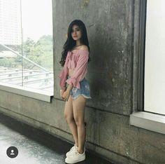 Loisa Andalio Ronnie Alonte, Filipino Fashion, New Girl Style, Filipina Beauty, Liza Soberano, Woman Crush, Off Shoulder Blouse, Womens Fashion, Girl Fashion