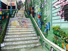 A Escadaria do Patápio possui 94 degraus e está localizada entre as ruas Patápio Silva e Medeiros de Albuquerque na Vila Madalena. Ano passado ela passou por um processo de revitalização e se tornou mais um símbolo artístico do bairro que é uma galeria a céu aberto. Mais de 350 m de azulejos brancos decorados pelo artista plástico Élcio Torres foram aplicados nos espelhos dos degraus formando painéis multicoloridos. Espalhados pelas laterais da escada diversas plantinhas que tem como vaso…