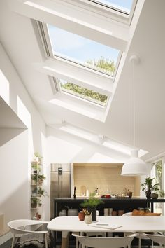 Multiple VELUX roof windows in a single storey extension - Don't stop at just one! Three VELUX roof windows mean this kitchen/dining space is saturated with - Extension Veranda, Roof Extension, Kitchen Extension With Skylights, Home Renovation, Home Remodeling, Single Storey Extension, Porch Windows, Ceiling Windows, Open Plan Kitchen Dining