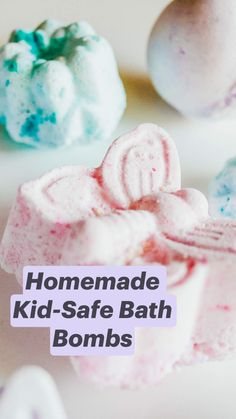 Homemade Bath Bombs, Homemade Soap Recipes, Homemade Gifts, Diy Bath Bombs Easy, Sugar Scrub Diy, Diy Scrub, Diy Crafts To Sell, Diy Crafts For Kids, Fun Experiments For Kids