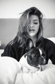 Calu Rivero y Liona Winter Night, Boston Terrier, Dj, Black And White, Celebrities, People, Photography, Animals, Girls