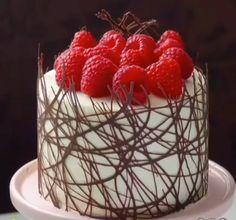 Cake Decorating Frosting, Creative Cake Decorating, Cake Decorating Designs, Cake Decorating Techniques, Cake Decorating Tutorials, Chocolate Cake Designs, Chocolate Garnishes, Cake Truffles, Crazy Cakes