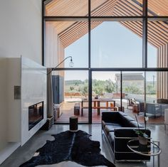 — Beautiful Monolithic Home Built of Prefabricated...