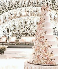 Gold Wedding Cakes Classic Cascading Sugar Flowers for Fruit Wedding Cake, Big Wedding Cakes, Wedding Cake Fresh Flowers, Luxury Wedding Cake, Floral Wedding Cakes, Wedding Cake Designs, Wedding Cake Toppers, Gold Wedding, Wedding Bouquets